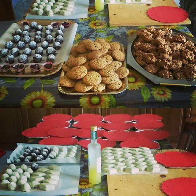 Tutto pronto per impacchettare... #celapossofare.. oggi divento di nuovo #Babbonatale  consegne a gogo  #picoftheday #foodporn #yummy #ig_naples #igersitalia #lovecake #lovechocolate #cookies #lovecooking #italy #bruttimabuoni #mostaccioli #chocolate #coconut #whitechocolate #foodpic #instamoment #instagnam #instagood #instasweet #sweetmoment #loveforfood #cooking #instalike #xmas #christmas2015
