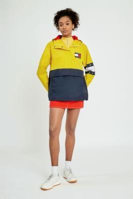Achetez vite Tommy Jeans - Veste à enfiler color block style années 90 sur Urban Outfitters. Choisissez parmi les derniers modèles de marque en différents coloris dans les collections disponibles sur notre site.
