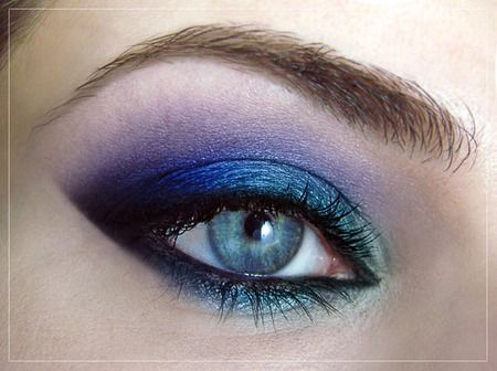 beautiful blue eye makeup #eyes www.finditforweddings.com