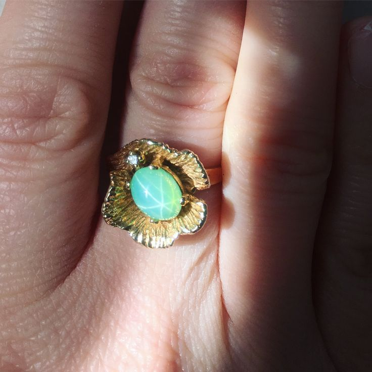 Vintage 14k gold green star sapphire ring - 1950s