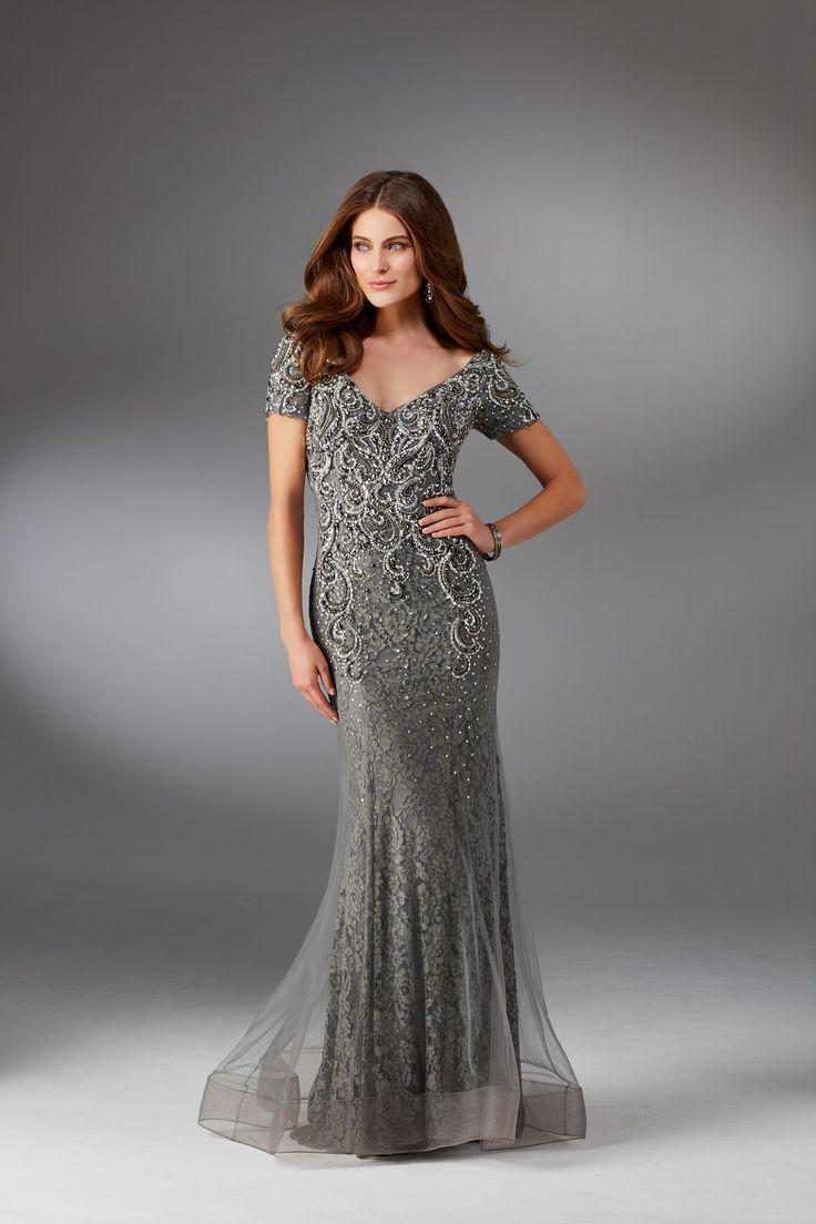 Wieczorowa suknia Mori Lee, z głębokie wycięcie na plecach. Dopasowana suknia , wyszywana koronkami i koralikami. Efektowny dekolt V, subtelnie …