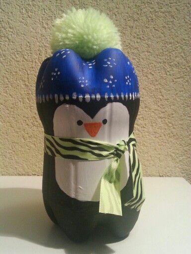 Sinterklaas surprise van 2 lege flessen. Knip de bodem van de ene fles, knip de 2e fles wat hoger af. Doe je cadeau in de flessen, met schildertape vastmaken en dan schilderen.