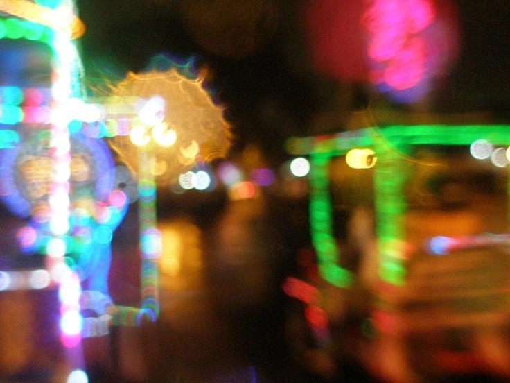 gerimis di Alun Alun Selatan, Yogyakarta. biar gerimis, yang pada nyewain sepeda lampu-lampu tetap berdagang. ini motretnya sambil nempelin lensa kamera ke kacamata yang kena hujan. jadinya ada semacam cipratan-cipratan airnya. ditambah lampu warni-warni, jadi splash of color :D