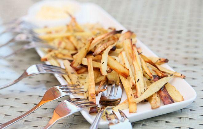 Pastinaak frieten. Lekker met gerookte paprika