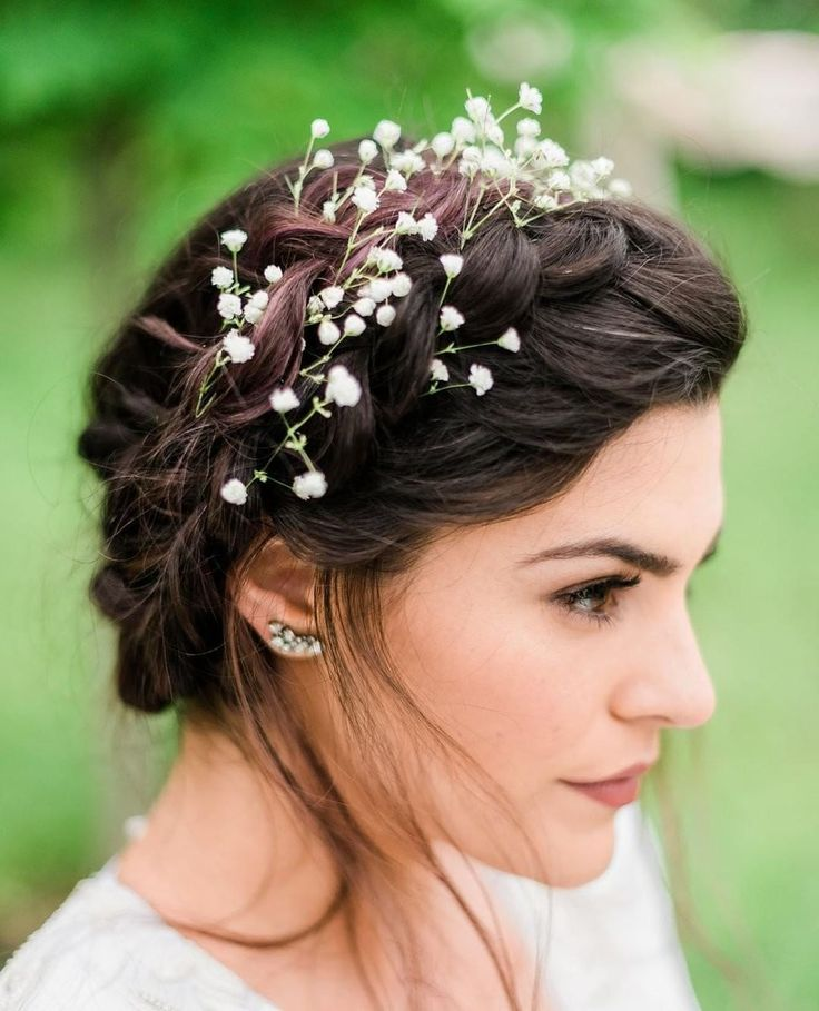 Bridal Hairstyle Tips For Your Wedding Day: Simple And Elegant Flower Crown For Your Wedding Day