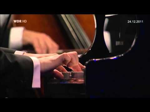 Chopin: Piano Concerto No: 1, op. 11. The Israel Philharmonic Orchestra conducted by Zubin Mehta and performed by Evgen Kissin.