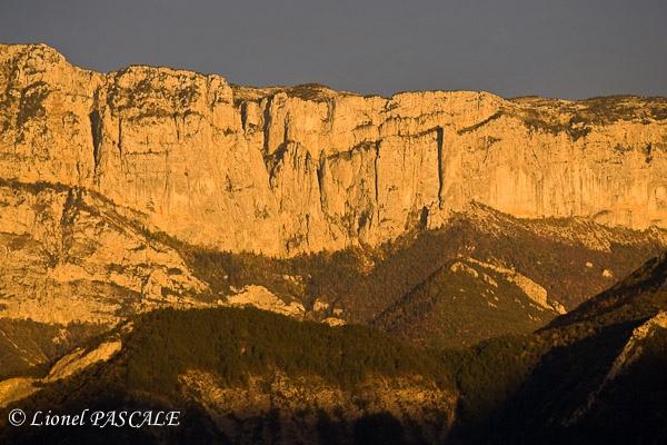 Coucher de soleil sur le Glandasse - Diois by La Drôme, www.revechatoyant.com
