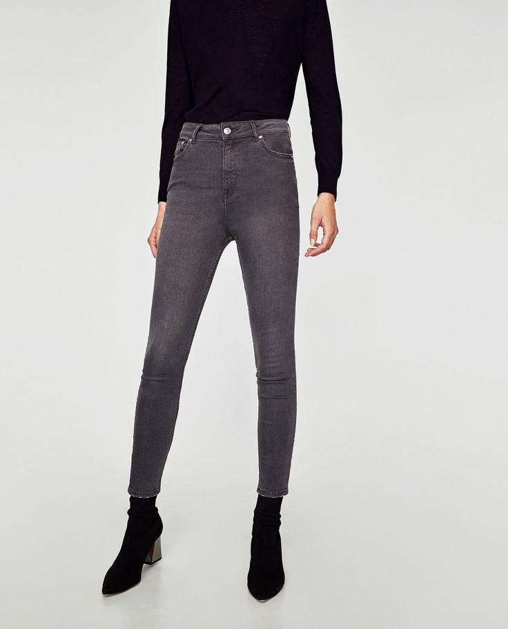 Jeans de cintura subida (cinzento): ZARA (29,95€)