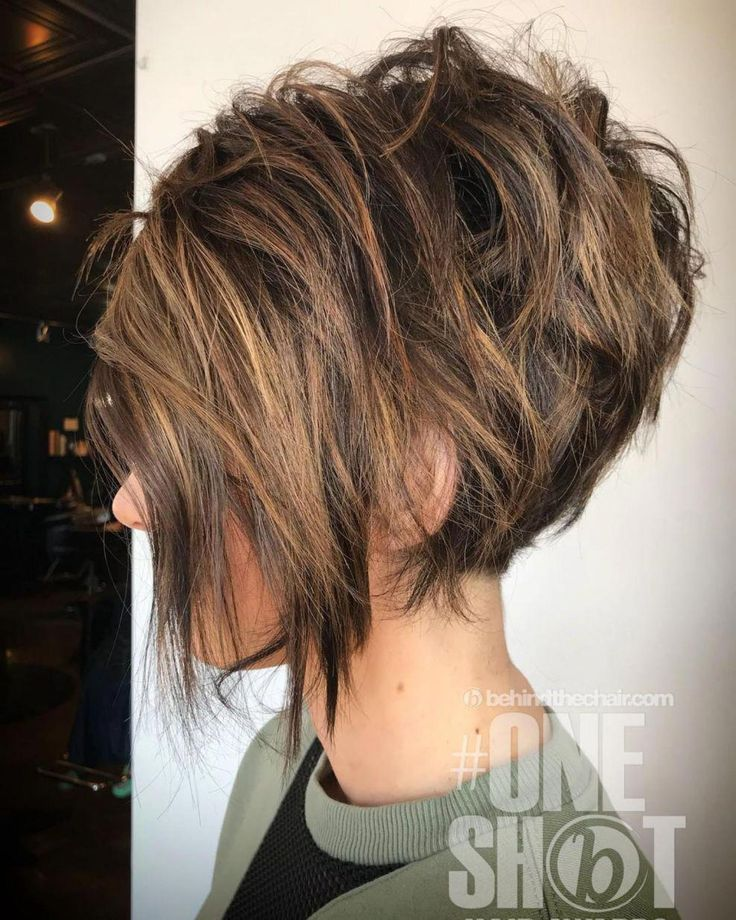 Messy Brunette Pixie Bob With Highlights #Bobhaircut