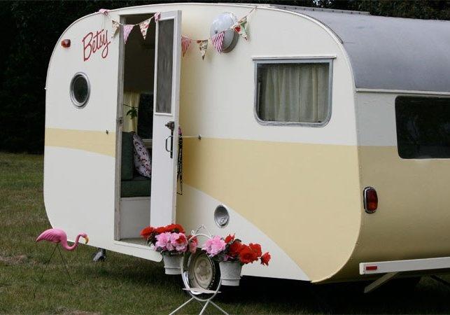 Betsy: Vintage Caravan, Painted Caravan, Caravan Lovin, Campers Glampers, Rvs, Caravan Adventures, Nice Caravan, Retro Campers