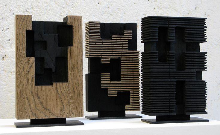 Alban LANORE / Petites stèles / chêne partiellement calciné / 20x13x5 cm.