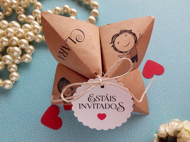 Divertida y original invitación PERSONALIZADA basada en uno de nuestros últimos pedidos. Se trata de un comecocos de origami con los datos del evento.   La invitación que aparece en la foto es...