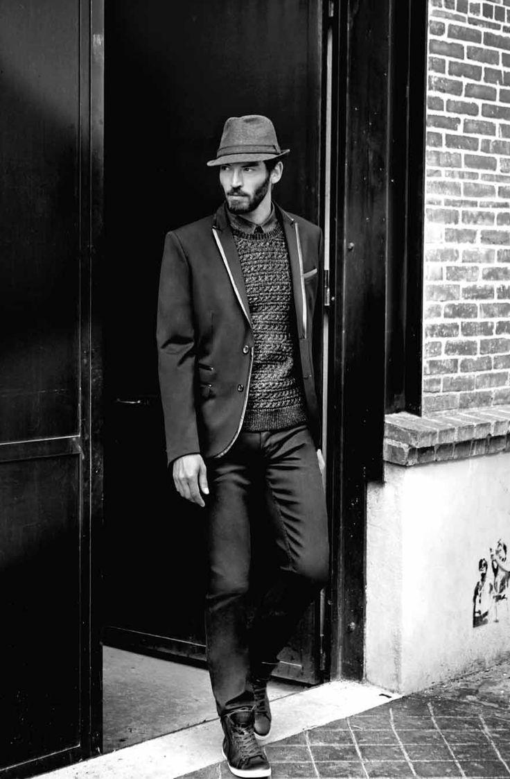 Veste FIDELINE Noir Pull BASILE Noir Chemise LOUSTIC Marine Jean PUCERON Marine Chaussures HENIN Noir Chapeau XEO Anthracite