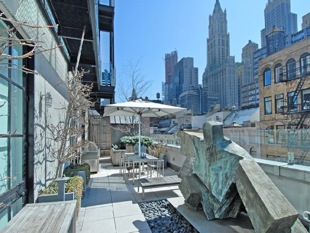 What a marvellous roof top, penthouse in NYC.