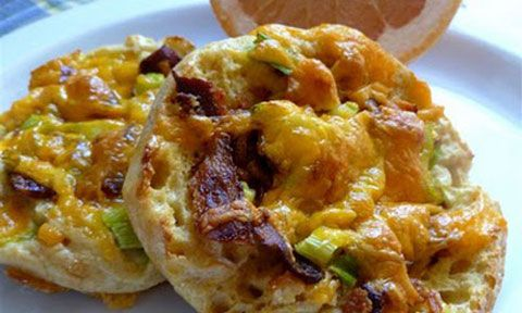 Microwaved Meals - English Muffin Breakfast Pizzas.  Great recipes for college students cooking for one!