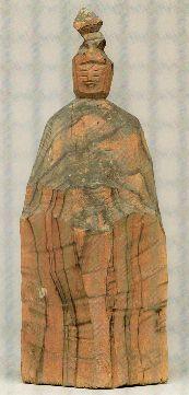 【岐阜・千光寺/難陀龍王像(江戸)】像高は23cm。円空上人作。榧材。丸太を3分割か4分割して造られた。木目が広く黒い部分は墨でなぞっており、粗彫りの体部の黒い部分は墨が剥げ落ち、年輪の部分に残っているためである。