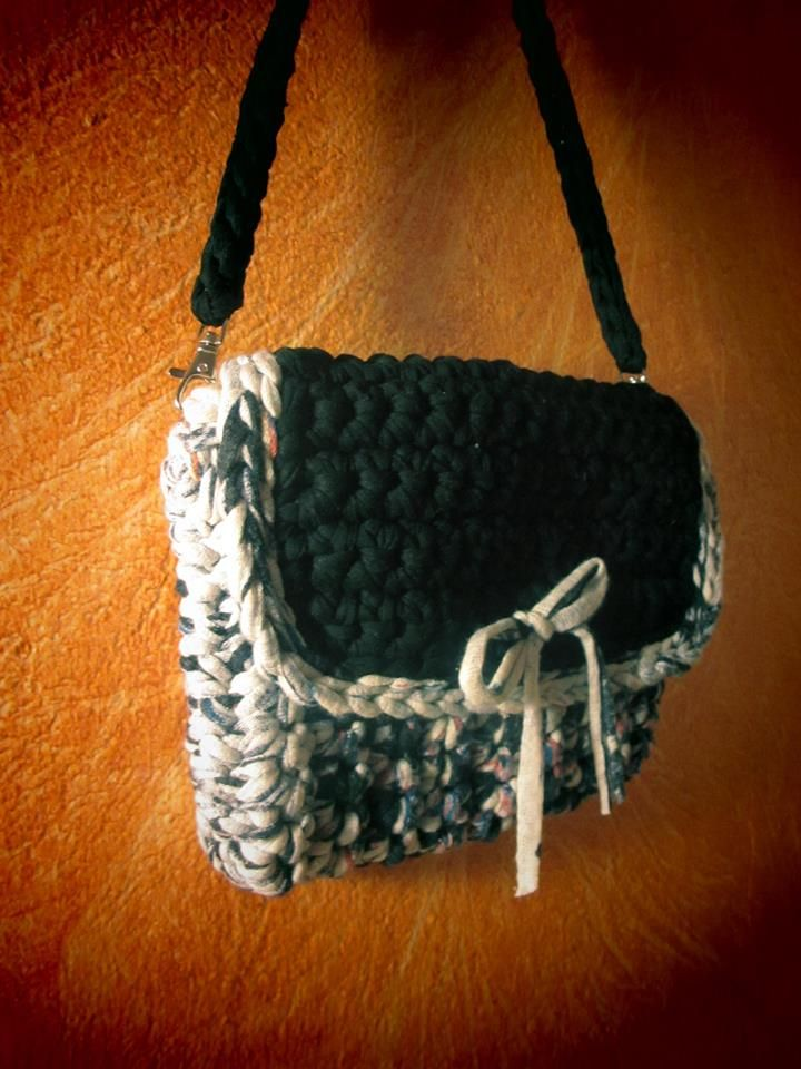 Crochet bag black and white,IT Bugs,kitamekialo clothes.