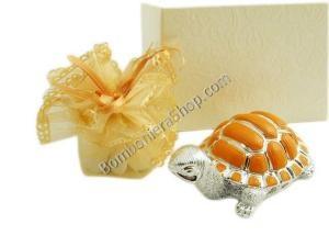 Bellissima bomboniera con tartaruga in resina con decorazioni arancioni sul guscio... completa di sacchettino portaconfetti!!!