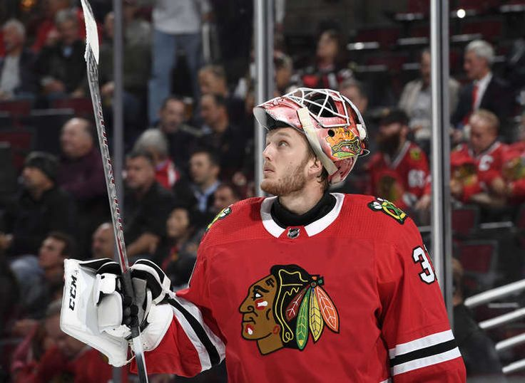 CHICAGO, IL - OCTOBER 19: Goalie Anton Forsberg #31 of the Chicago Blackhawks looks at the scoreboard in the second period against the Edmonton Oilers at the United Center on October 19, 2017 in Chicago, Illinois. (Photo by Bill Smith/NHLI via Getty Images)