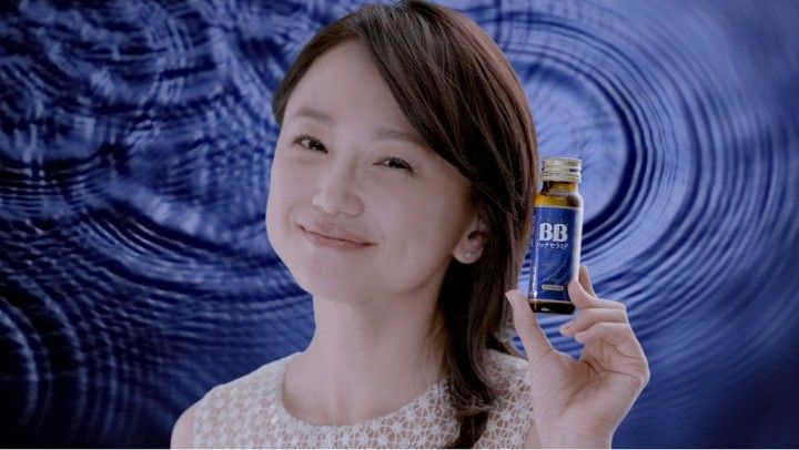 エーザイ株式会社 コンシューマーhhc事業部(東京都)は、「チョコラBBブランド」イメージキャラクターの女優・永作博美さんを起用した日本初(※1)機能性表示食品のセラミド配合ドリンク「チョコラBB(R)リッチセラミド」の新TVCMを11月23日(水)より全国で放映開始 – おもしろ・おどろき・気になるニュース