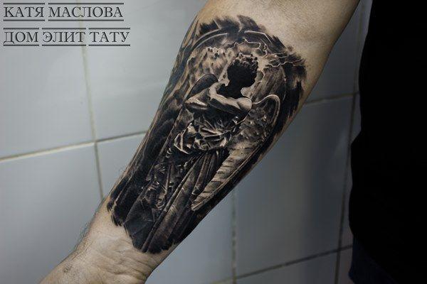 Чёрно-белая татуировка с изображением ангела в стиле реализм по эскизу Артема