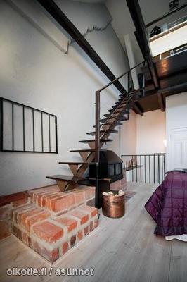 Staircase / portaikko