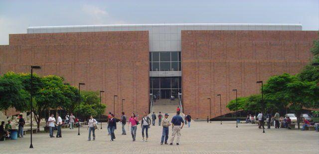 Biblioteca Eafit. Cerca de 11.000 estudiantes de pregrado y posgrado,  más de 1.800 alumnos nuevos para el primer semestre de 2012.