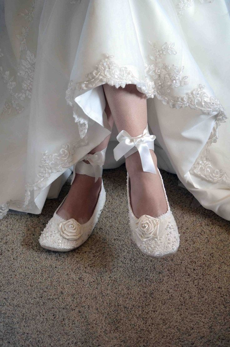 15 Ways To Wear Flat Shoes At Your Wedding Bride Wear Bride Shoes Flats Bride Flats [ 1110 x 736 Pixel ]