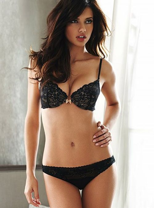 In short, the article explains the eating and workout habits of Victoria's Secret Angel, Adriana Lima.