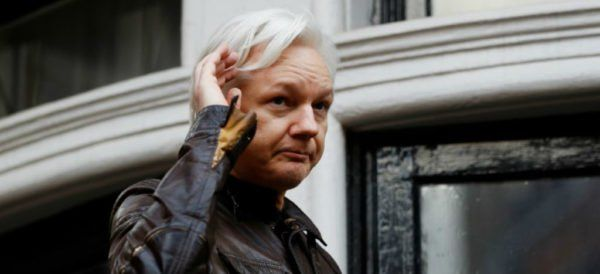 Juez de Reino Unido confirma orden de arresto de Julian Assange - Aristegui Noticias