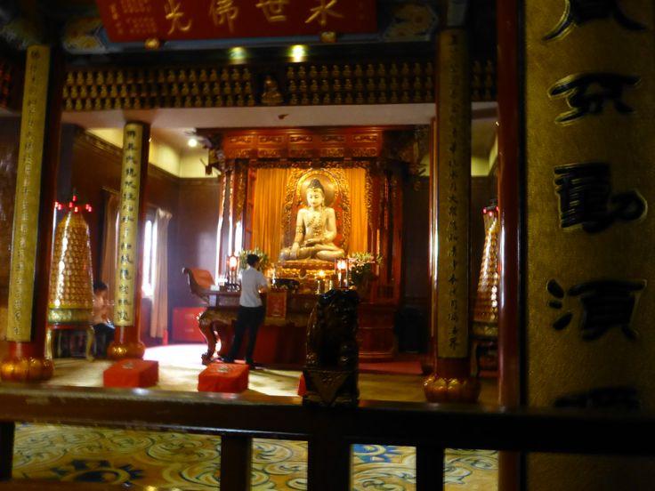 玉佛temple (Jade Buddha) This is the main attraction; supposedly carved from one huge piece of creamy jade.