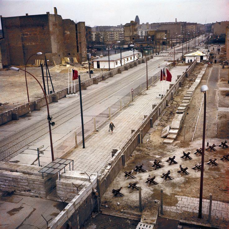 Ein Abschnitt der Berliner Mauer ist im Bild im Jahr 1970. (Foto von Keystone-France / Getty Images)