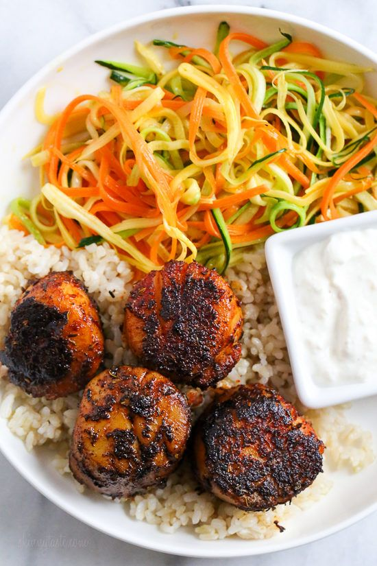 Quick seared Blackened Sea Scallops coated in a homemade blend of blackened seasoning served with a creamy horseradish sauce.