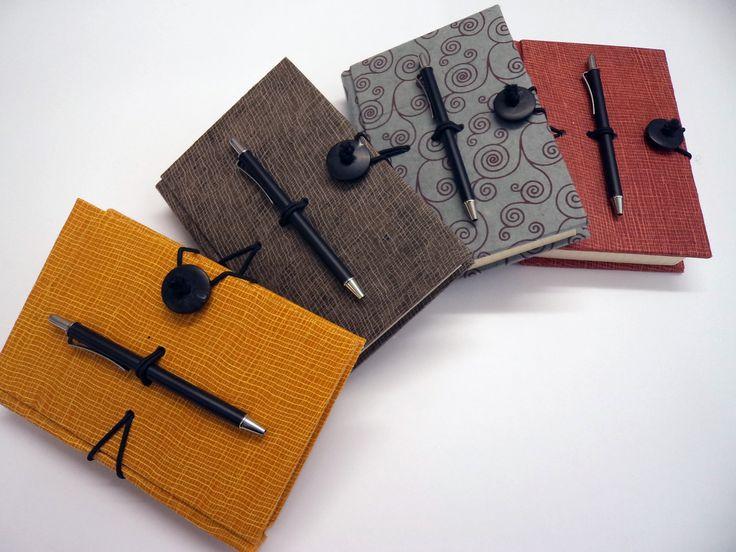 Linea Ti Và - Agende giornaliere cm 13h x 9 con chiusura a bottone e penna.