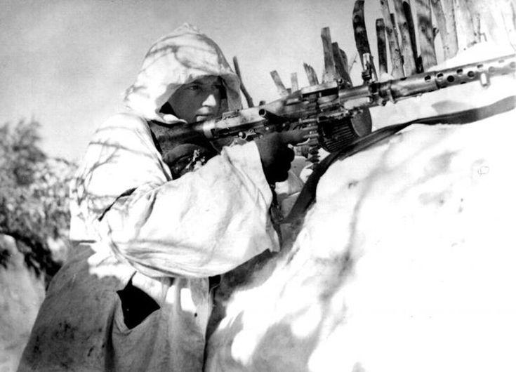 Η επιχείρηση «Ίσκρα (σπίθα)» ή αλλιώς δεύτερη μάχη της λίμνης Λάντογκα (операция «Искра») ήταν μια Σοβιετική στρατιωτική επιχείρηση κατά τη διάρκεια του Β' Παγκοσμίου Πολέμου, η οποία σχεδιάστηκε για να «σπάσει» την πολιορκία του Λένινγκραντ από την Βέρμαχτ.