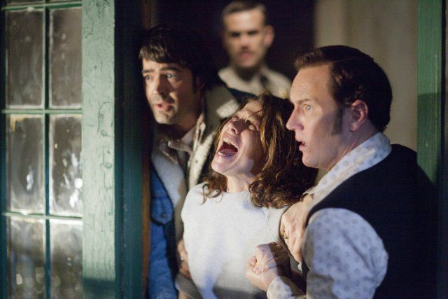 Lili Taylor, Ron Livingston, Patrick Wilson, and John Brotherton in The Conjuring (2013)