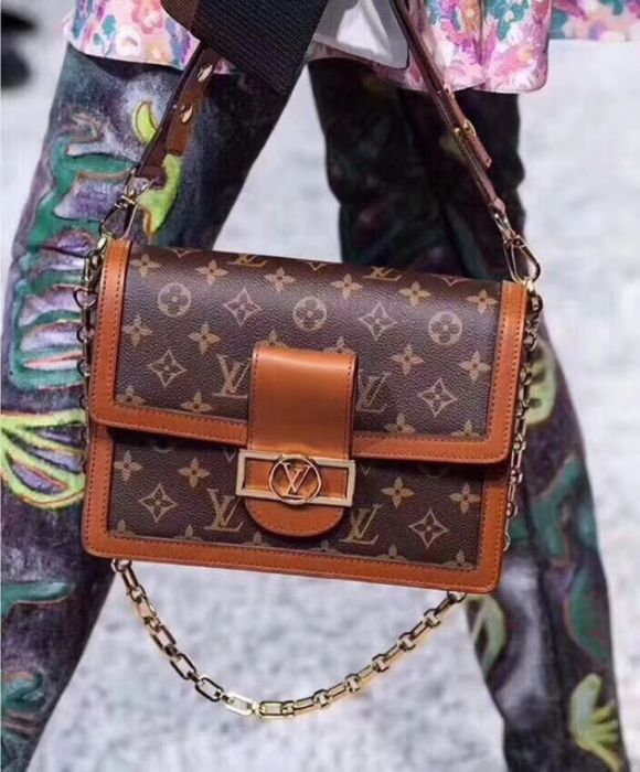 M43599 Louis Vuitton 2018 Premium Monogram Canvas Pochette Metis Bag ... 06bbca624e