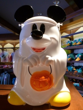 Ghost Mickey popcorn buckets at Disney World during Halloween...I want one! :):):) Hope they have them in Disneyland too?