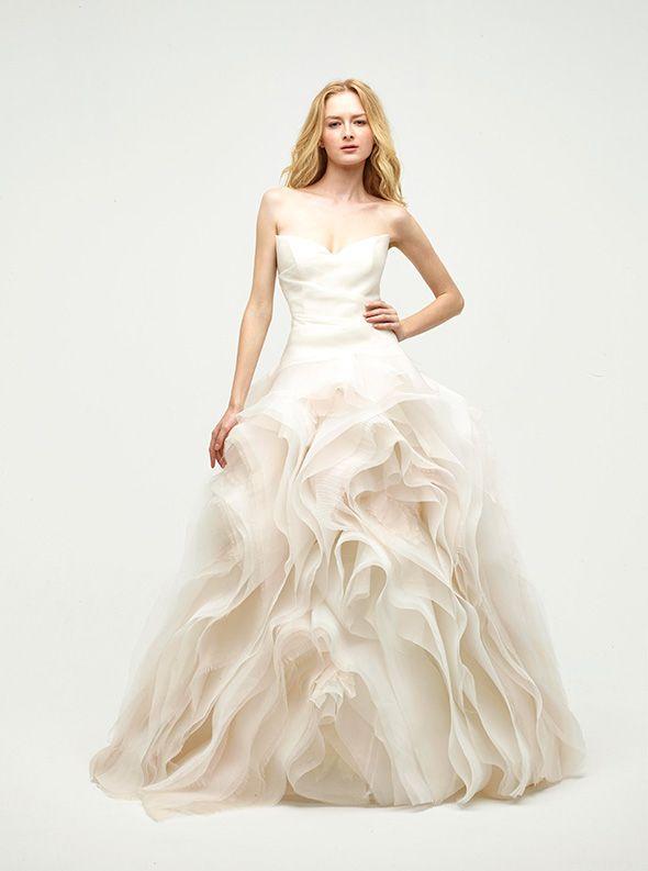 アクア・グラツィエがセレクトした、JENNY LEE(ジェニー リー)のウェディングドレス、JLE1411をご紹介いたします。