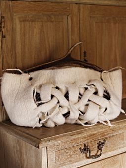 I don't like the antler handle but the woven design is sooo cool !