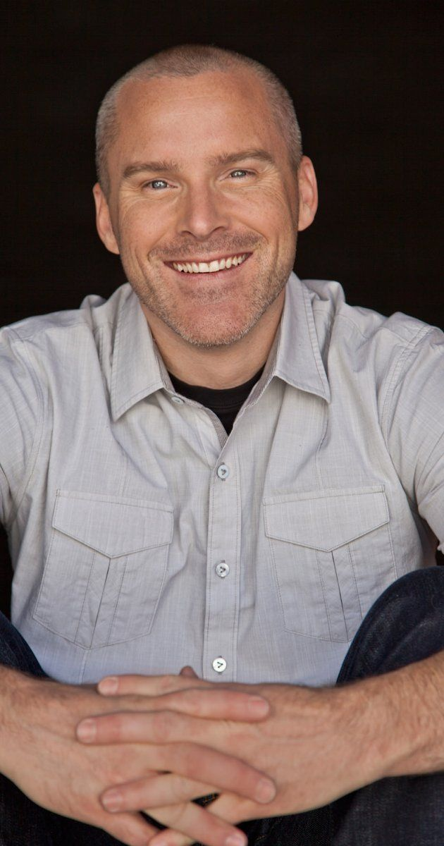 Roger Craig Smith: voice of Captain America in Ultimate Spiderman. Sexy!