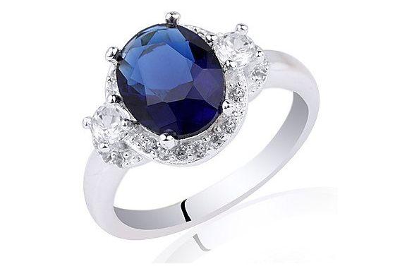 Anello di fidanzamento in argento Sterling con zircone ovale blu: 50,00 euro