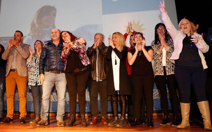 Mario Secco, Susana González, Adrián Espósito, Mariel Daneri y otros precandidatos de Unidad Ciudadana en el acto de presentación de lista - PASO 2017.