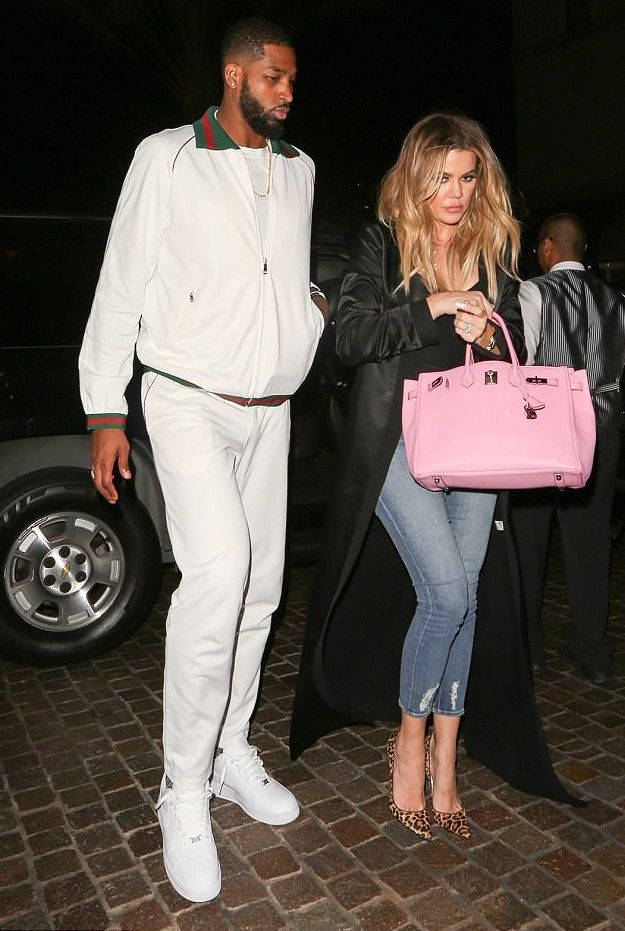 2eaf09865d1 Khloé Kardashian out and about with her pink Hermès bag