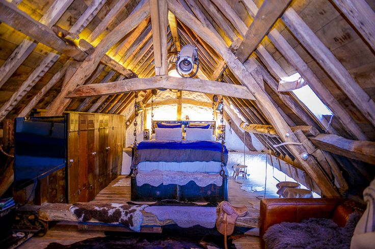 Les Bonnes Joies, Yvelines. Quirky place with 5 bedrooms that you can rent for a weekend