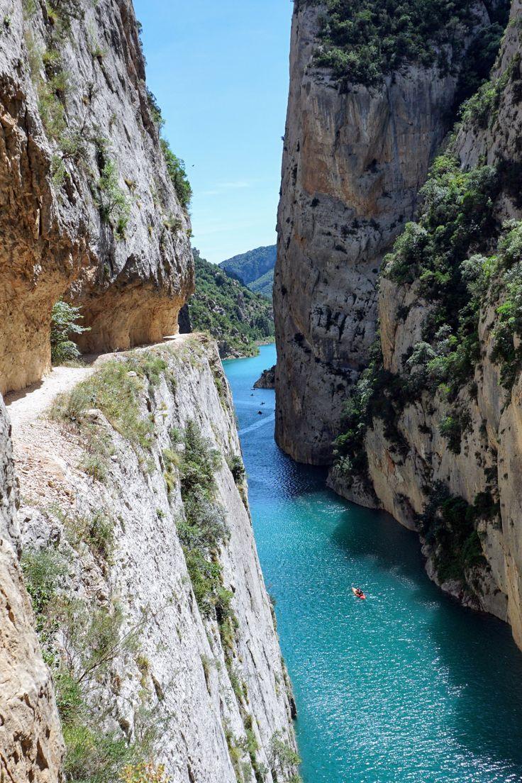 Congost de Mont Rebei é um canyon escondido no meio da Catalunha na Espanha. Com uma água de cor inacreditável é o destino perfeito para os amantes da natureza e para aqueles que curtem fazer trekking. Confira todas as dicas no blog.