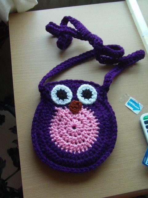 Crochet Owl Bag - using this pattern : http://www.bigcraftyblog.blogspot.co.uk/2012/02/free-crochet-owl-purse-pattern.html