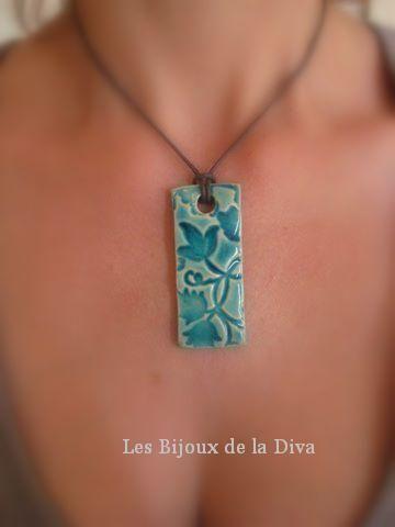 Long Florus Turquoise, céramique émaillée. 25,0…