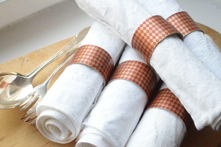 Servettringar av toarullar med washitejp