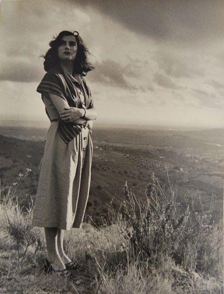 Retrato femenino en blanco y negro. Fotografía de Antonio Crous.